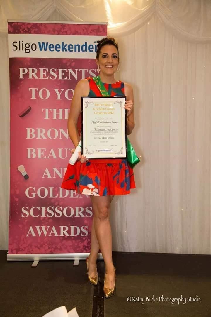 Muireann holding up Golden Scizzors Award